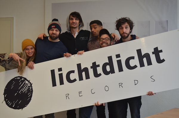 f.l.t.r.: Dorothea Szota (Project management Lichtdicht Records), Tobias Herder (Management/A&R Lichtdicht Records, James Hersey (Artist), Biko Ojumah (Production Lichtdicht Records), Christian Binar (Accountin Lichtdicht Records), Moritz Buchmann (Production Lichtdicht Records)